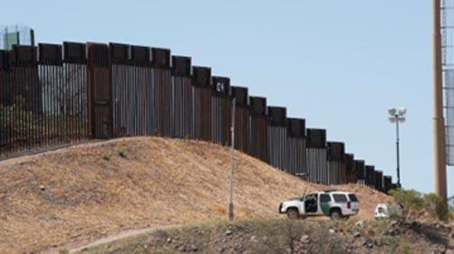 La Casa Blanca suspende leyes ambientales para construir el muro