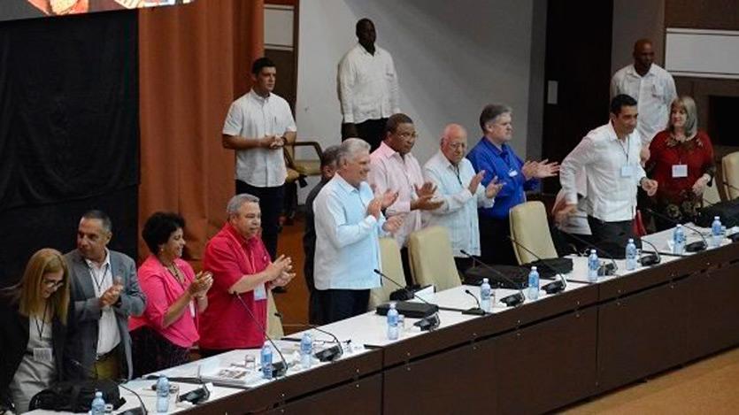 Asiste Díaz-Canel al trabajo en comisiones del Congreso de la CTC